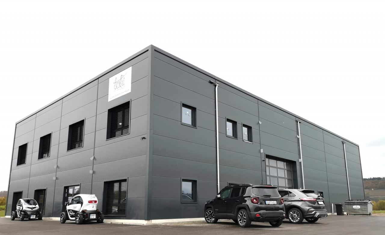 Warehouse leslii